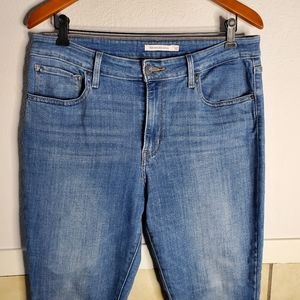 Levi's Size 32 721 High Rise Skinny jeans in a med